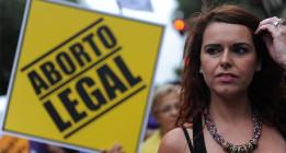 Disminuye el número de abortos pese a la falta de políticas de prevención