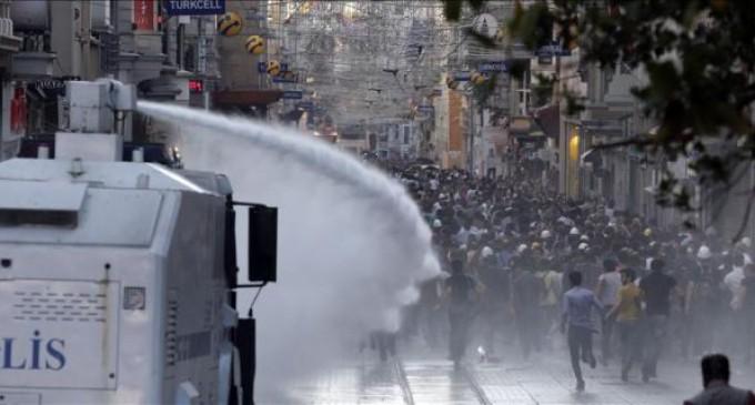 La Policía comprará un camión antidisturbios lanza agua