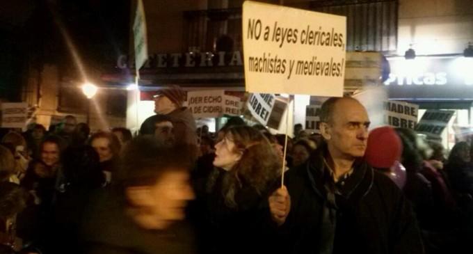 Cientos de personas claman ante el Ministerio de Justicia contra la reforma de la ley del aborto