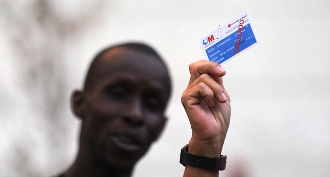 Sanidad ya ha retirado 748.000 tarjetas sanitarias, la mayoría a sin papeles