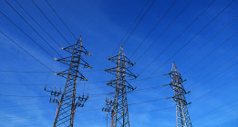 La luz sube, los beneficios de las eléctricas también