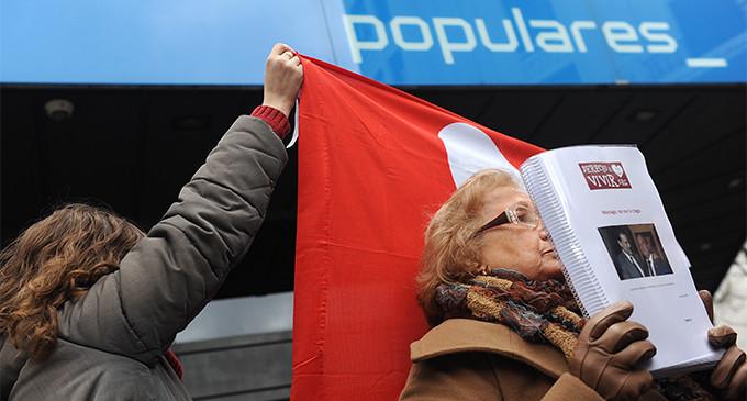El PP recibe 35.000 firmas de antiabortistas contra Monago