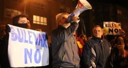 Gamonal logra parar la obra del bulevar y vive otra noche de cargas policiales