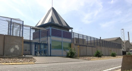El Parlament insta al Gobierno a cerrar los Centros de Internamiento de Extranjeros