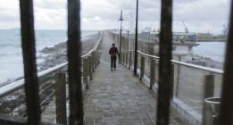 Sobrevivir en la escollera de Melilla