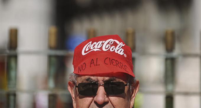 Las protestas en España y América manchan la marca Coca-Cola