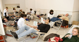 El personal del Centro de Transfusiones de Madrid se encierra contra la privatización del servicio