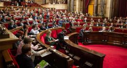 Parches contra la pobreza en el Parlament de Catalunya