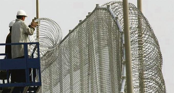"""Interior refuerza la valla de Ceuta con """"mallas antitrepa"""" y más efectivos"""