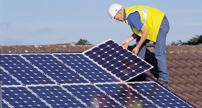 El decreto sobre autoconsumo energético contraviene las directrices europeas