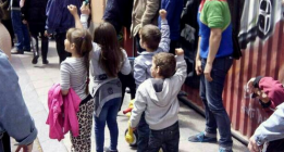 <em>Enseñar a un niño a desobedecer la ley</em>