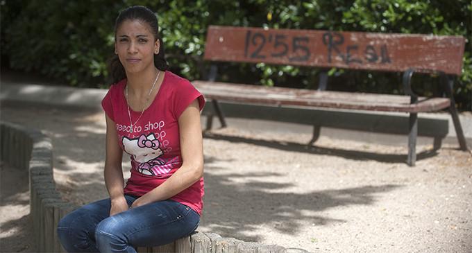 Sanidad niega la asistencia gratuita a una inmigrante con un bulto en el pecho