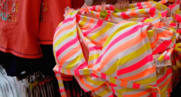 Facua reclama la retirada de bikinis con relleno para niñas de 9 años en Carrefour
