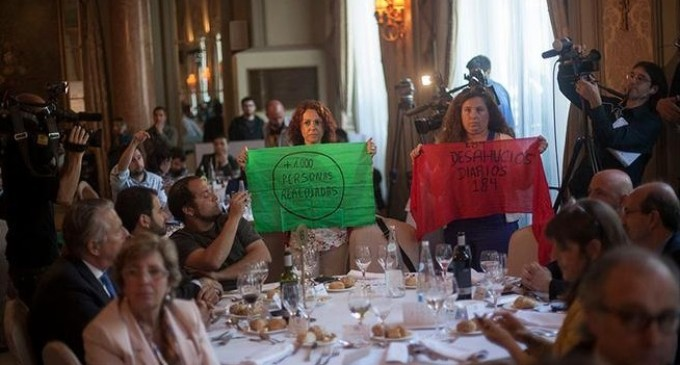 La PAH hace un 'escrache' a Arias Cañete dentro del Hotel Palace