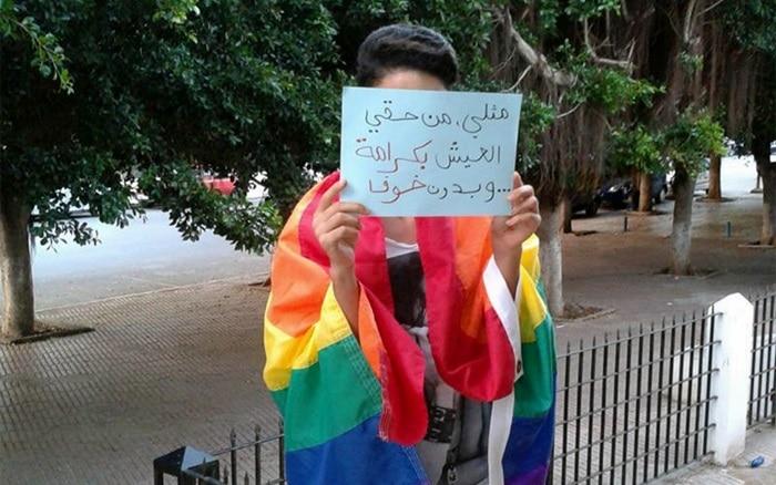 """""""Soy homosexual. Tengo derecho a vivir con dignidad, sin miedo"""", reza el cartel."""