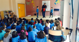 Un colegio público madrileño discrimina a niños con padres en paro
