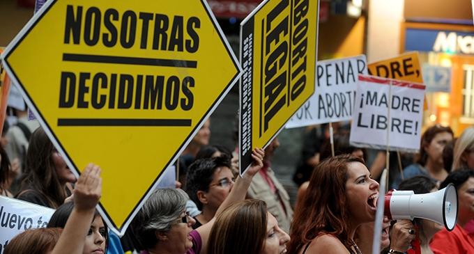 Sanidad deja la decisión sobre los trámites para abortar en manos de las CCAA | lamarea.com