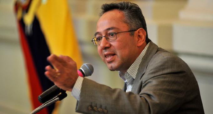 Ecuador lanza un programa para repatriar a sus maestros
