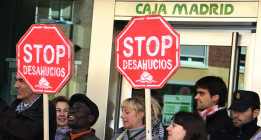 La PAH examina a los alcaldes del cambio en materia de desahucios