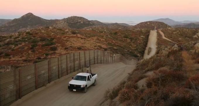 """<em>Niños de la frontera: """"No hablan inglés, pero entienden el odio""""</em>"""