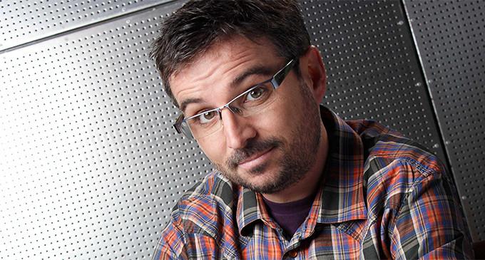Jordi Évole reivindica la independencia del periodismo en la recogida del premio de la APM