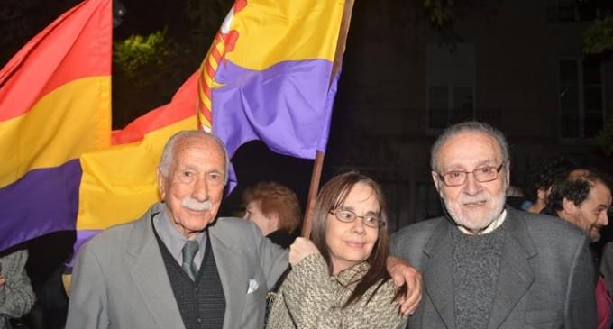 Los cánticos por la III república también resuenan en Argentina