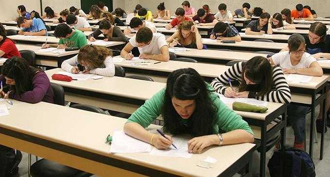 Los estudiantes afrontan la selectividad con la emigración y el paro en el horizonte