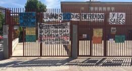 Encierro de tres semanas en un colegio para exigir un aula para sus hijos