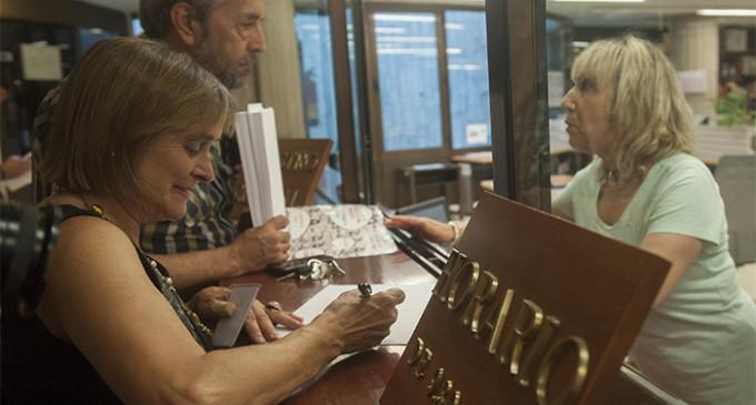 El Constitucional recibe 40.000 firmas por el derecho a huelga de Carmen Bajo