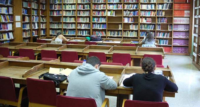 Las entidades de gestión cobrarán de las bibliotecas incluso si los libros que prestan no tienen derechos de autor