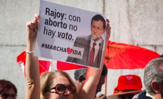 La derecha católica y grupos neonazis se manifiestan contra el aborto en Madrid
