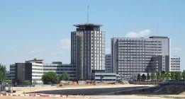Trabajadores y sindicatos denuncian el abandono del Hospital de la Paz por los recortes