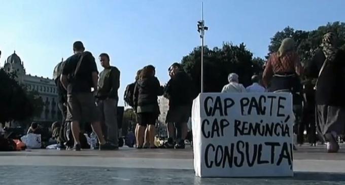 La acampada por la independencia en Barcelona resiste en su segunda noche