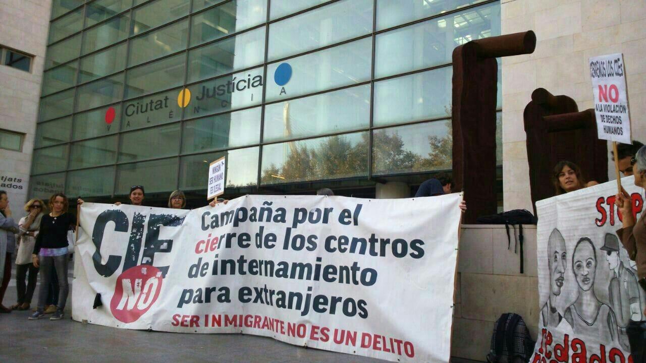 Manifestación contra el CIE Valencia I La Marea