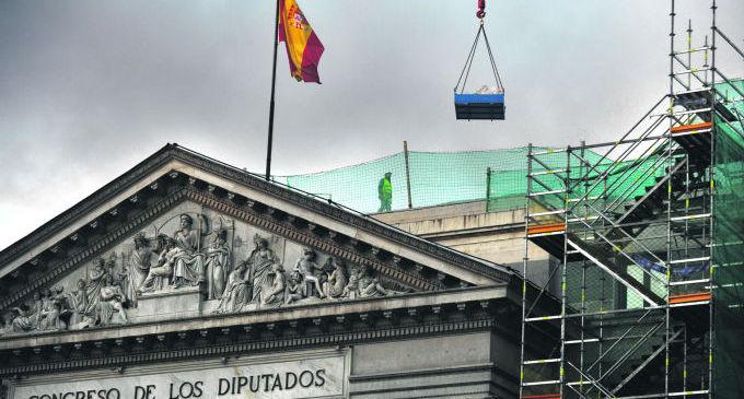 El Congreso vota retirar los honores del Estado a Franco
