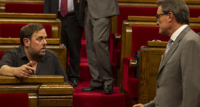 El argumentario de Mas sobre el cobro de comisiones no convence a la oposición