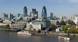 El hambre a la sombra de los rascacielos de la City londinense
