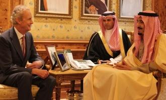 El Gobierno estrecha sus relaciones militares con las dictaduras del Golfo