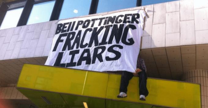 Acción de protesta contra el fracking. | La Marea