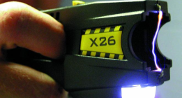 Las pistolas eléctricas se abren paso poco a poco en Cataluña