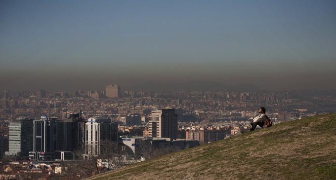 """Un tercio de los españoles respira aire """"ilegal"""", según la UE"""