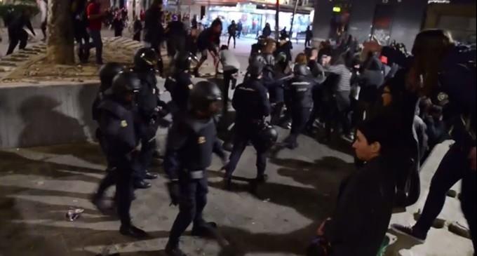 VÍDEO | Cargas en una concentración de apoyo a los anarquistas encarcelados