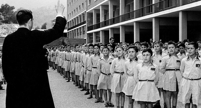 Resultado de imagen de película sobre la escuela franquista