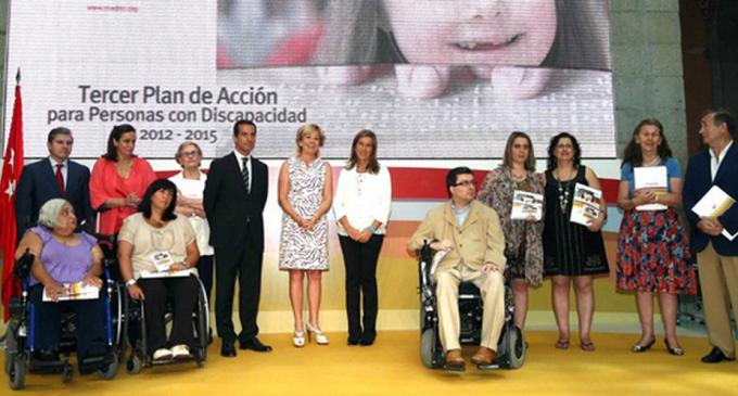 Aguirre aumentó días antes de dimitir el gasto en el sector en el que luego trabajó