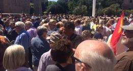 Convocatoria contra Podemos con escasa participación y agresiones a la prensa