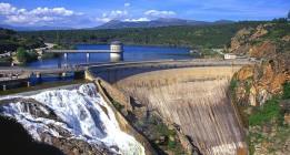 El bastión de la gestión privada del agua en España se tambalea