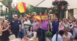 Franquistas se manifiestan contra el PSOE y Carmena frente a Ferraz