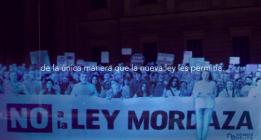 Manifestaciones de hologramas y mercantilización del activismo