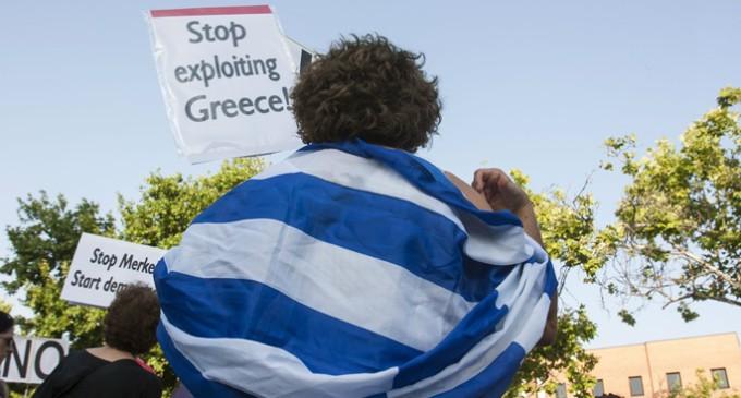 Grecia ofrece subir el IVA a cambio de reestructurar la deuda y más financiación