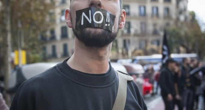 Vestir de ley a la vulneración y represión de los derechos humanos